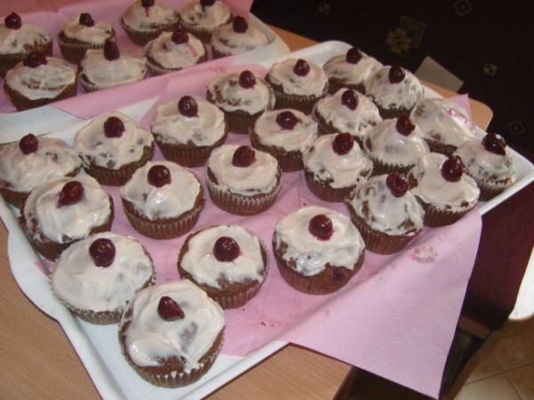 meggyes_muffin_mascarpone_kremmel