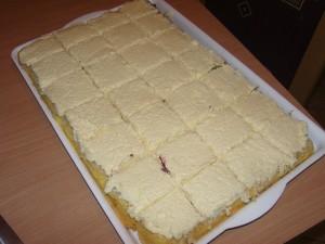 Meggyes ananászos süti