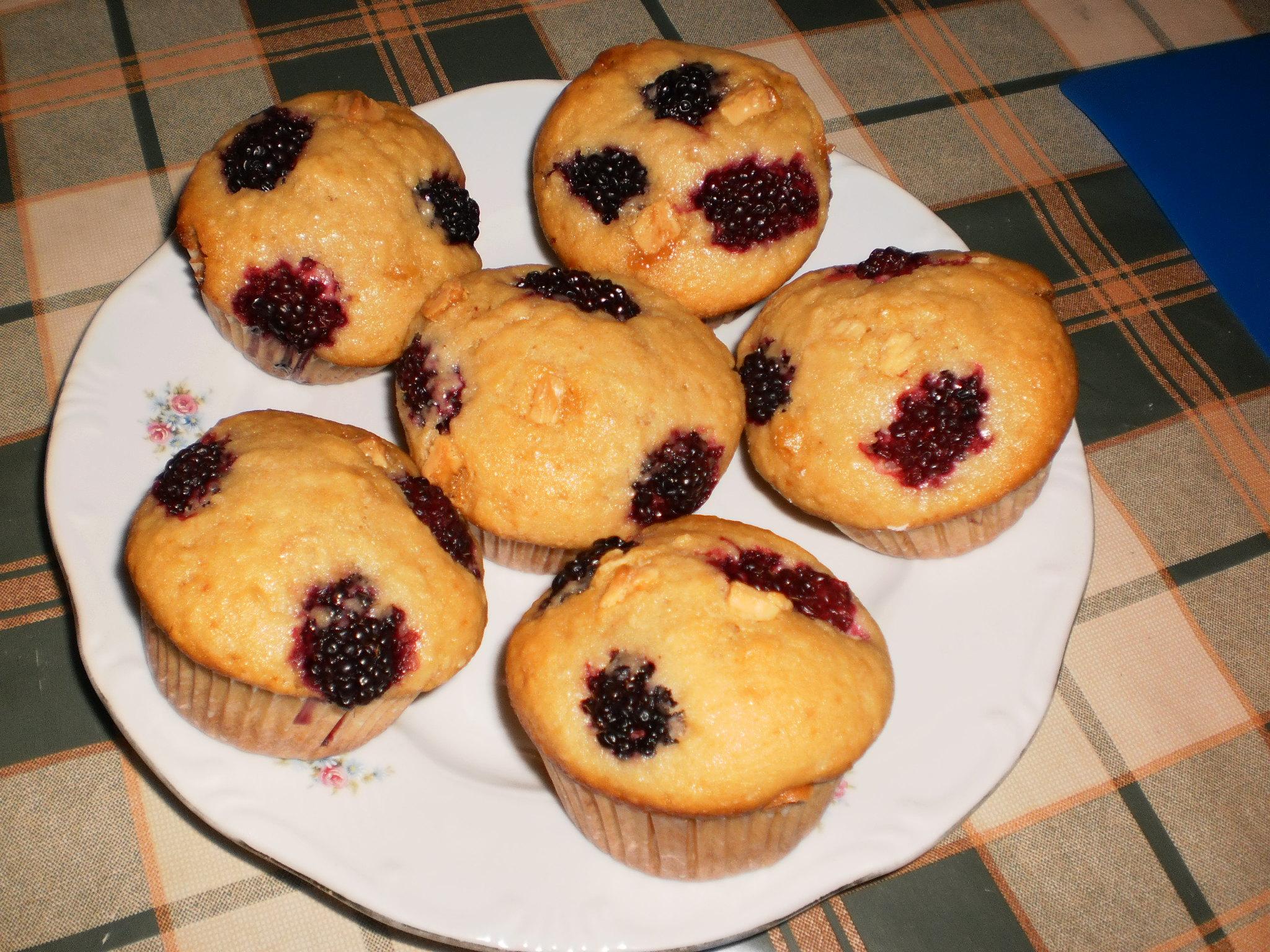 Fehér csokoládés szedres muffin