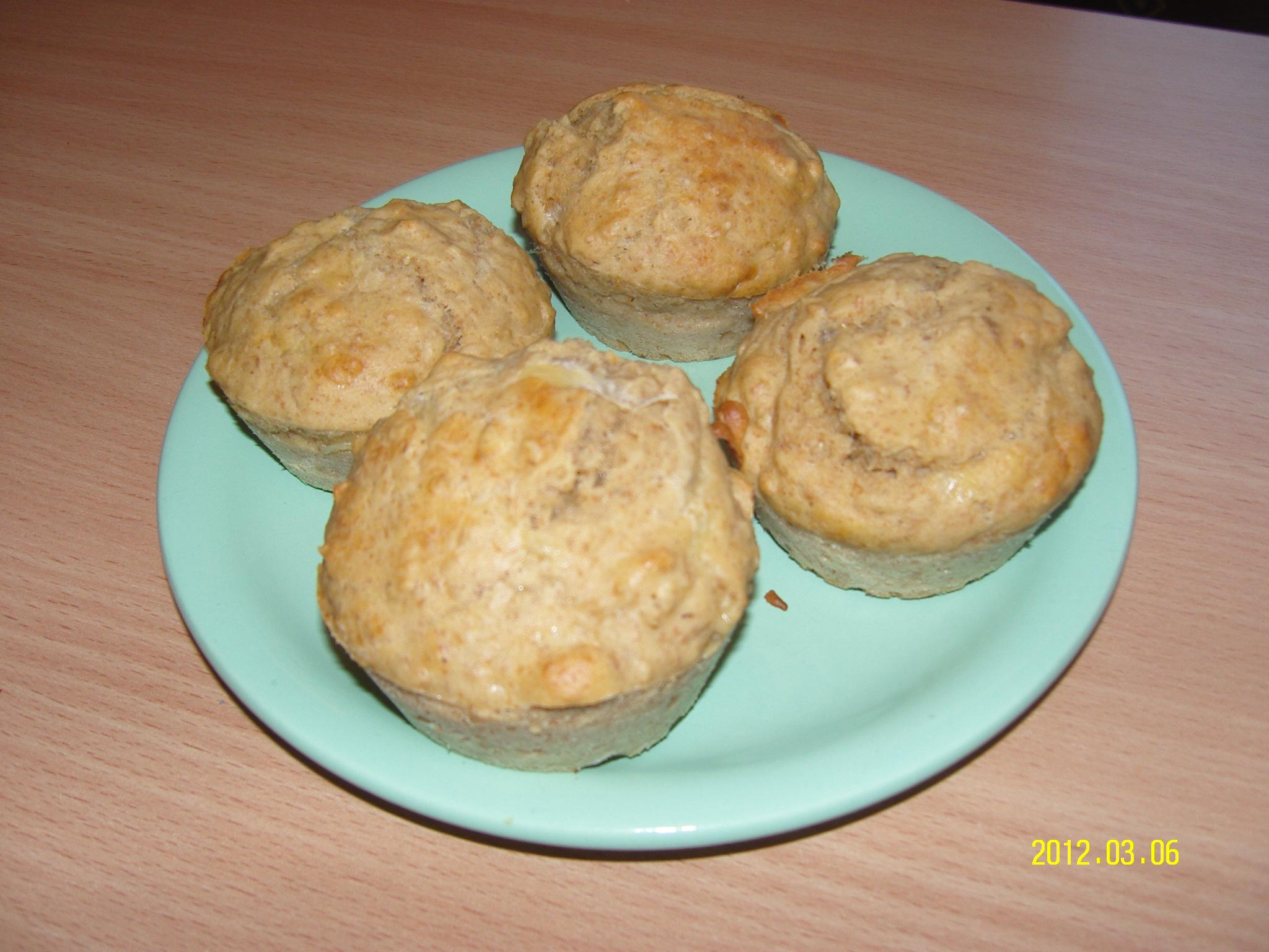 Diétás fokhagymás sajtos muffin